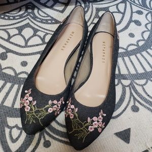 NWOB Metaphor floral embroidered flats